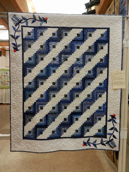 Blue Danube, Sisters in Stitches, quilted by Margo Wilson #179