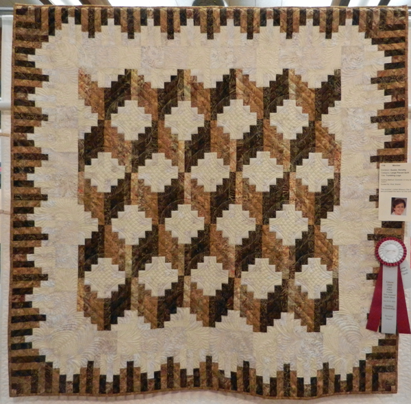 Tumbling Logs; Dorothy Gustin, quilted by Brandi Rice #116